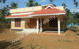 Land with house for sale in near karyampaadi.